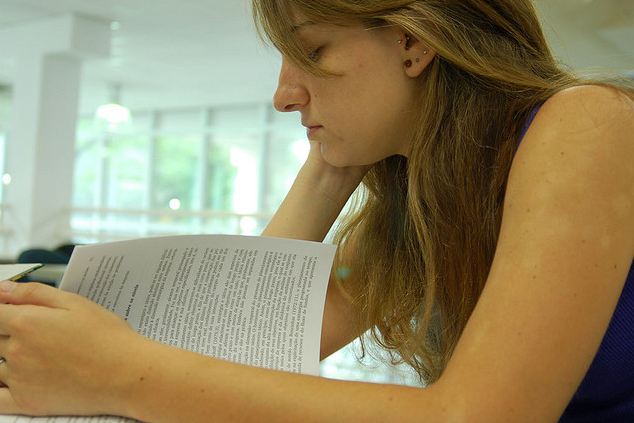 A maneira mais fácil de ler mais livros por ano é escolhendo uma literatura que o atraia (FOTO: Reprodução)