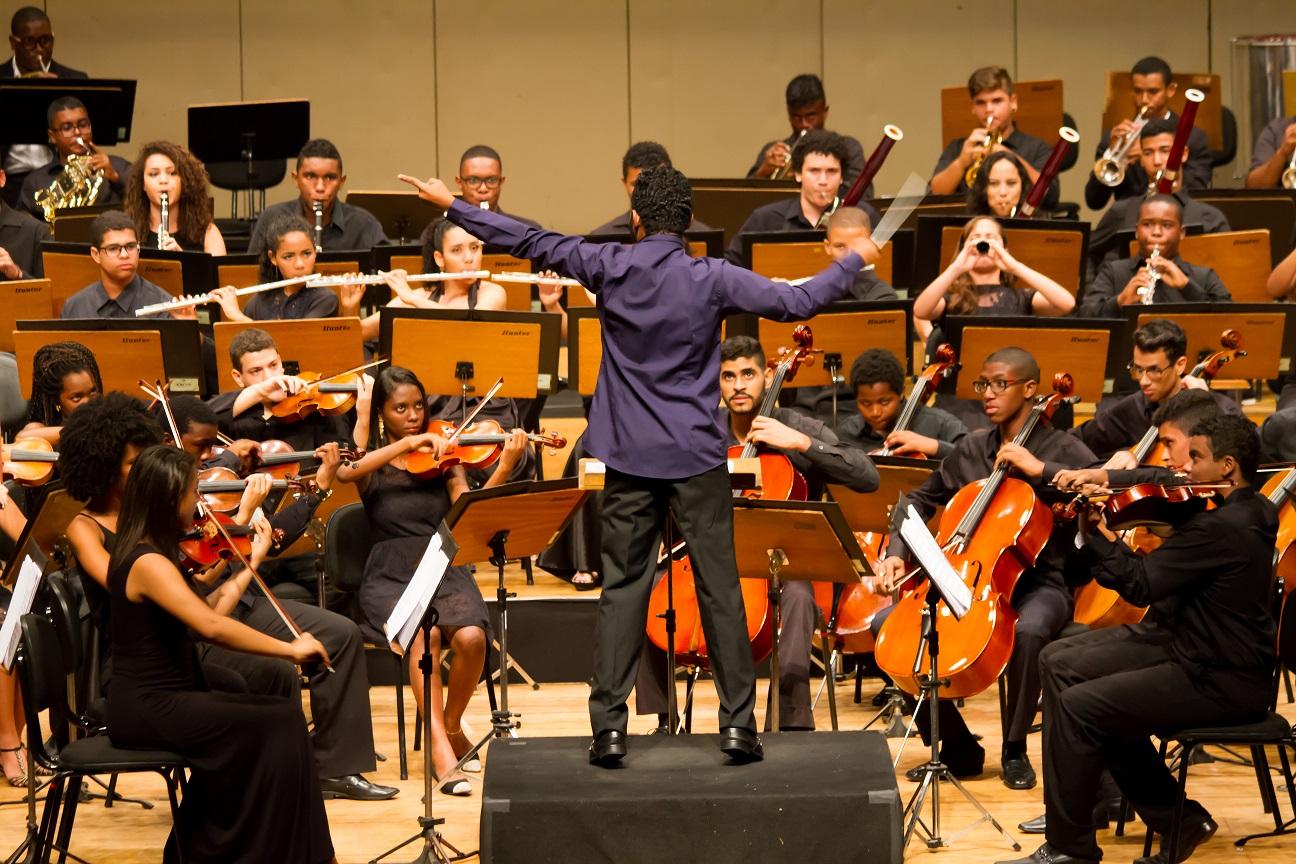 Orquestra faz apresentação nesta quarta-feira (FOTO: Lenon Reis)
