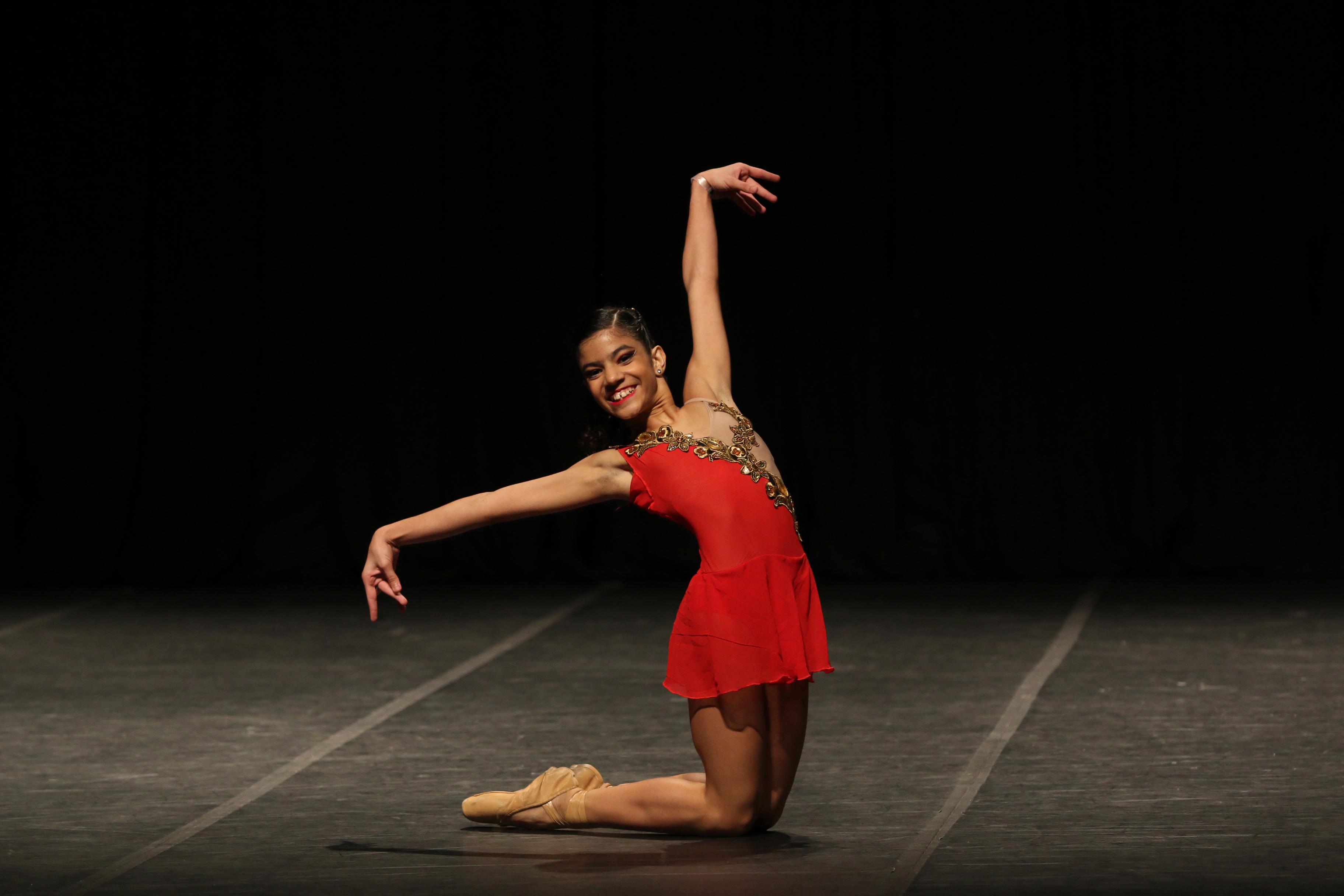 Bailarina cearense participa de competição internacional nos Estados Unidos