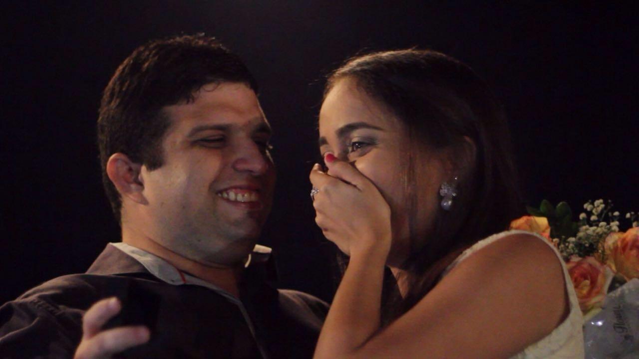 Cearense pede namorada em casamento durante sessão de cinema em Fortaleza