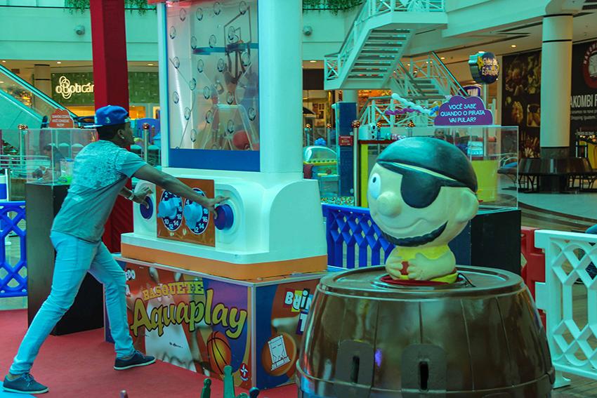 Tribuna Testou: exposição de brinquedos antigos gigantes no Iguatemi une pais e filhos