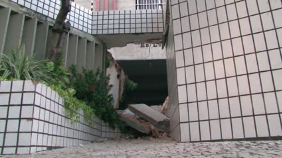 Laje de prédio desaba em Fortaleza