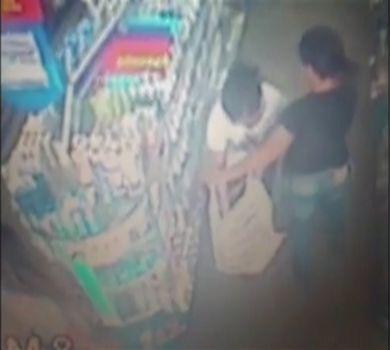 Câmeras flagram mulheres roubando farmácia