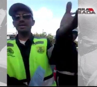Agente de trânsito perde a cabeça e bate em condutor