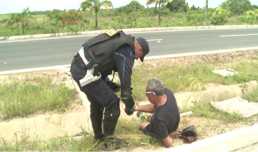 O motorista se recusou a fazer o teste do bafômetro e foi levado para a delegacia (FOTO: Reprodução TV Jangadeiro)