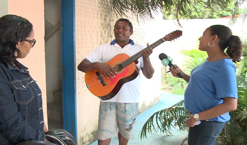 Repentista que ficou perdido em Fortaleza reencontra familiares