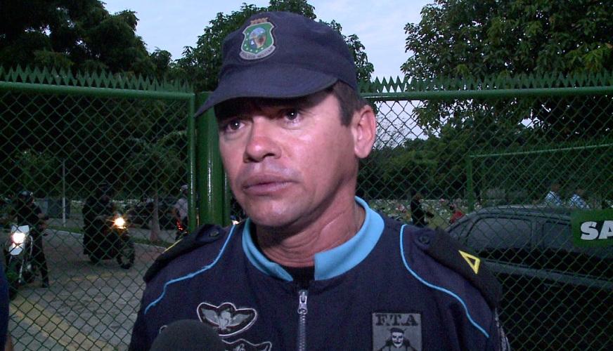 """PM desabafa em funeral: """"Presídio virou quartel-general de bandido"""" (FOTO: Reprodução TV Jangadeiro)"""
