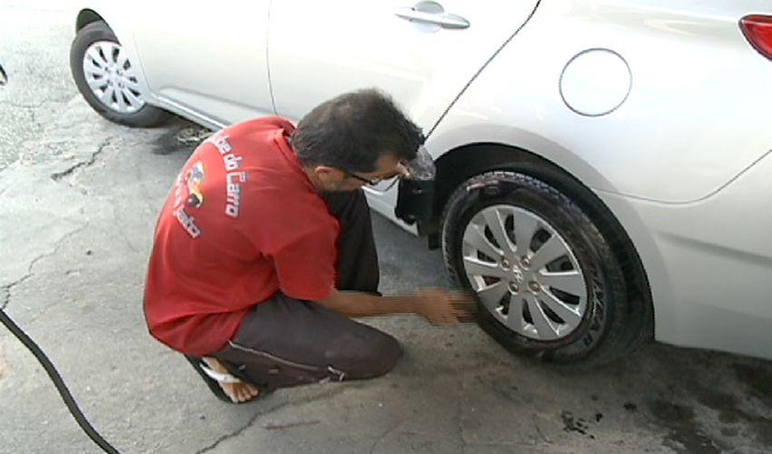 Depois da folia, seu carro precisa de uma limpeza (FOTO: Reprodução/TV Jangadeiro)