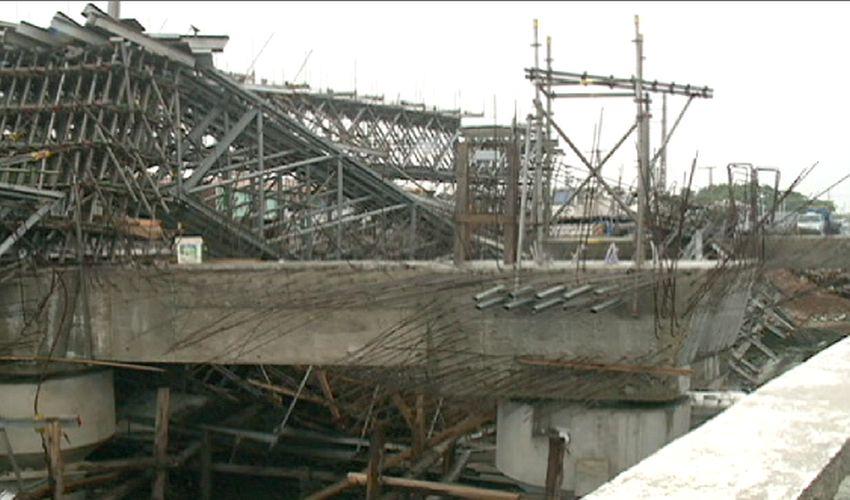 O desabamento aconteceu nas obras de duplicação da ponte sobre canal do Lagamar (FOTO: Reprodução TV Jangadeiro)