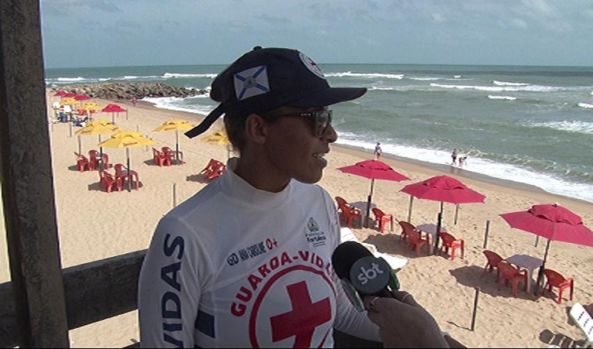 Carolina é responsável pela área da praia da Barra do Ceará(Foto: Reprodução TV Jangadeiro)
