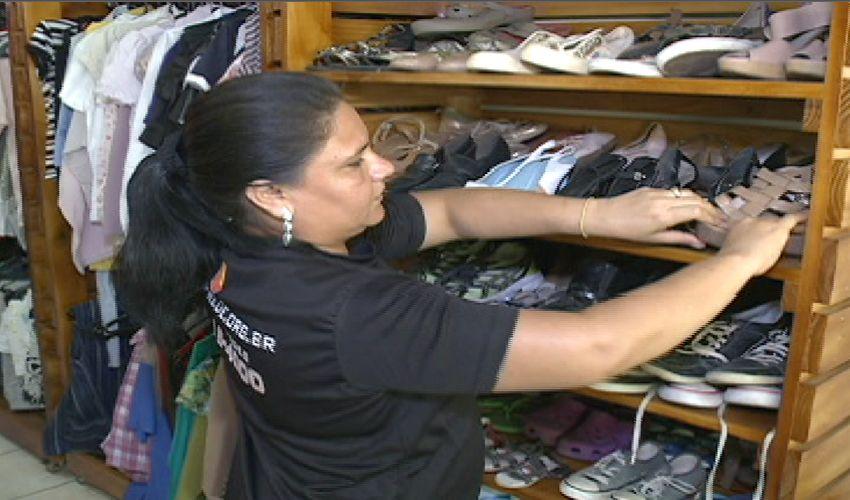 No bazar solidário você encontra de tudo! (FOTO: Reprodução TV Jangadeiro)