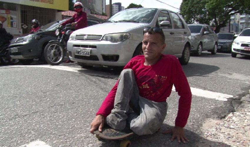 Deficiente de 38 anos é exemplo de superação (FOTO: Reprodução TV Jangadeiro)