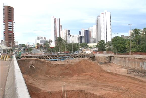 Obra do túnel da avenida Engenheiro Santana Júnior (FOTO: Reprodução TV Jangadeiro)