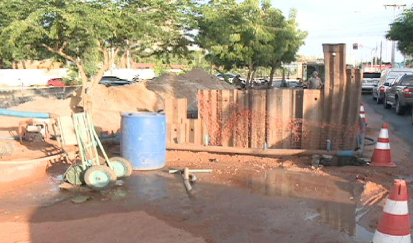 Obra na rede de esgoto em Fortaleza (FOTO: Reprodução TV Jangadeiro)