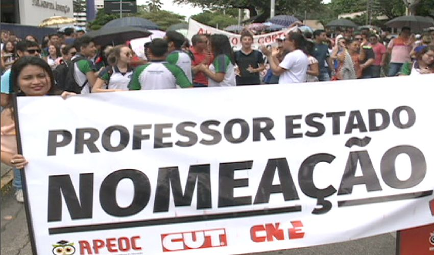 Manifestação dos professores da rede estadual (FOTO: Reprodução TV Jangadeiro)