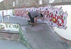 Adriano faz várias manobras no skate(FOTO: Reprodução TV JangadAdriano faz várias manobras no skate(FOTO: Reprodução TV Jangadeiro)eiro)TV jangadeiro, ceará, fortaleza, vídeo, gente na TV, Skatista,