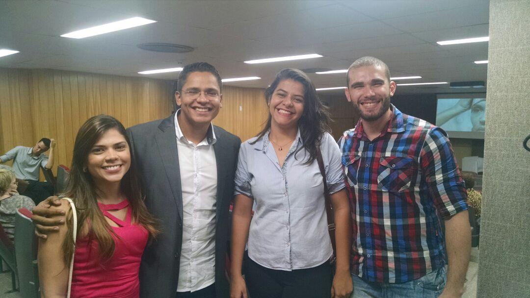 O especial ''Linhas Íntimas'' teve a participação dos jornalistas Felipe Lima, Roberta Tavares; da videomaker Fernanda Moura; e do designer Tiago Leite (FOTO: Monique Oliveira)