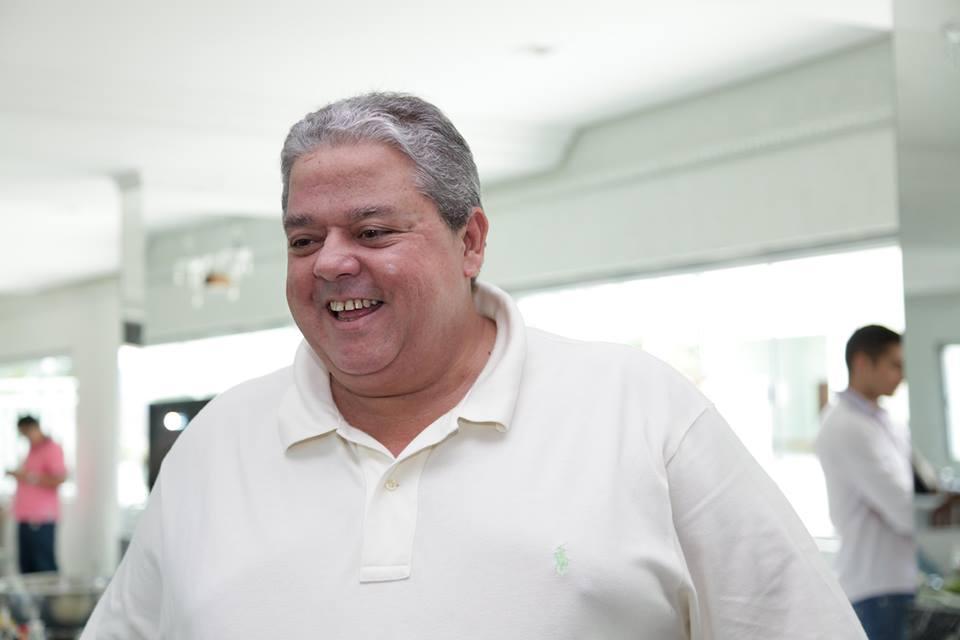 Com quadro de obesidade, o deputado Macedo tem que pagar por dois assentos no avião (FOTO: Divulgação)