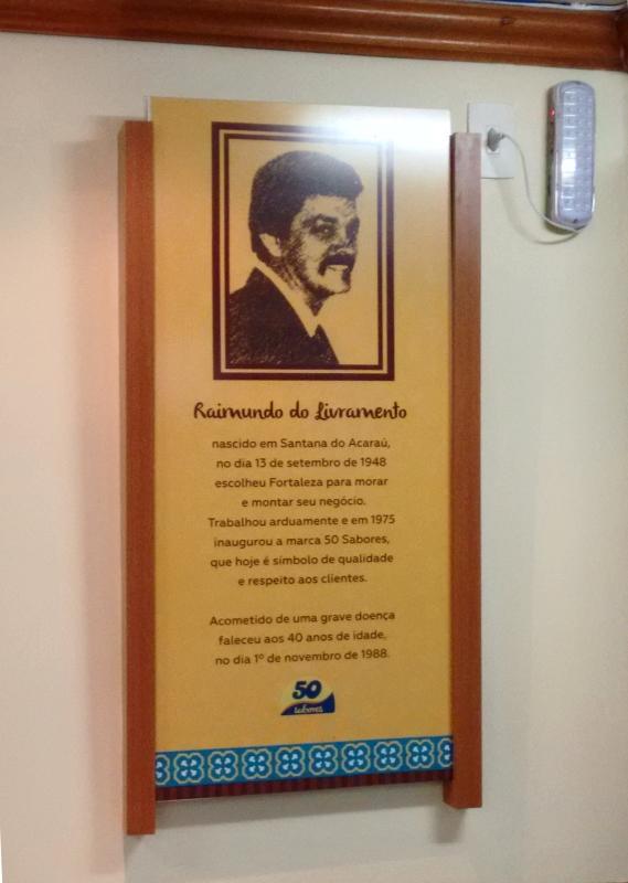 Placa de homenagem ao Raimundinho é encontrada em todas as lojas (FOTO   Hayanne Narlla 756b57a87a
