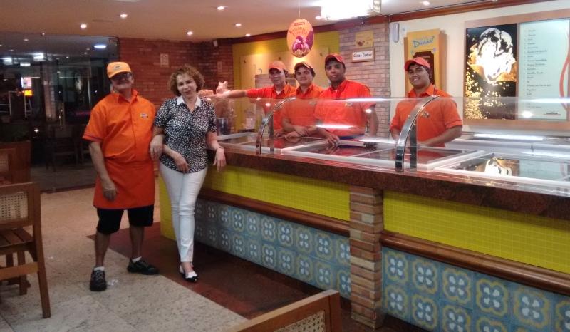 Dona Neusa mantém uma relação de amizade com os funcionários, que acabam  trabalhando por anos 263aed41c6