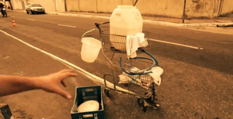 Ciclofaixa da Rua Ana Bilhar, implantada pelo Massa Crítica em 2013. (FOTO: Reprodução/ Youtube)