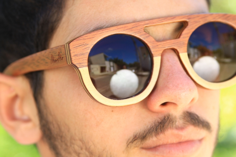Casal cearense inova ao fabricar óculos com madeira reaproveitada de ... cf3aaad580