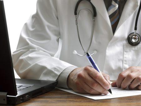 70% das consultas resultam em prescrições médicas, gerando mais de 35 milhões de receitas por mês (FOTO: Divulgação)