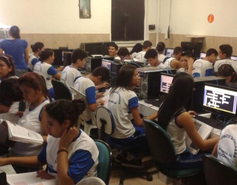 Os alunos se animam com as atividades que envolvam os recursos do Laboratório de Informática (Foto: Divulgação)