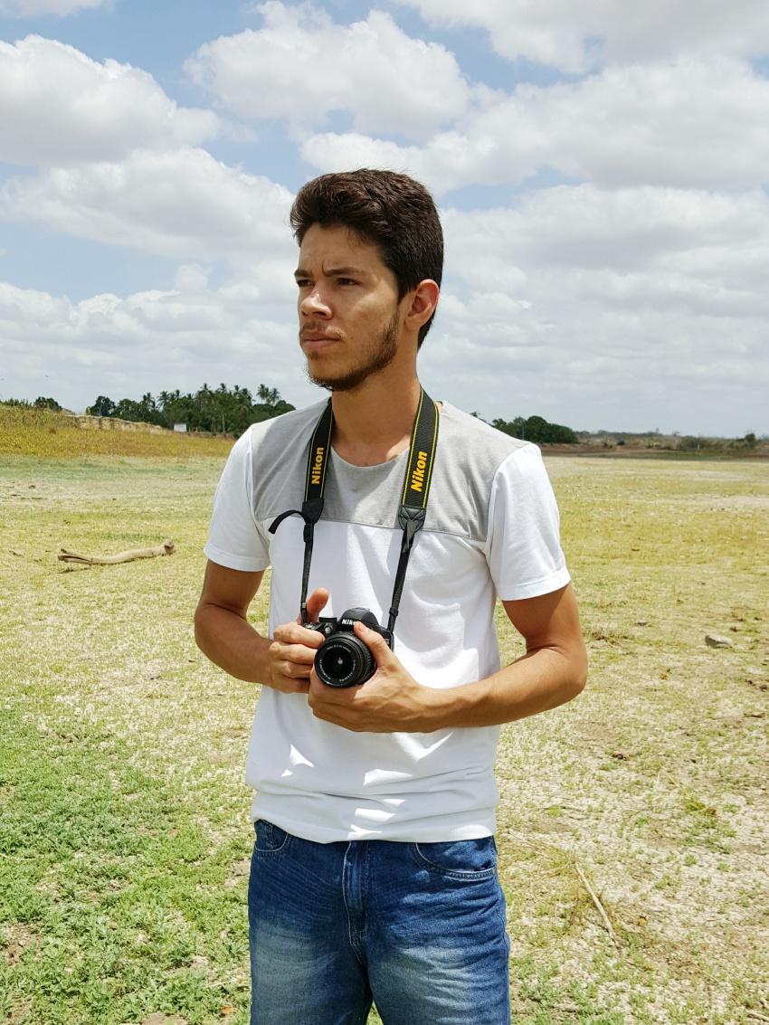 """Após ter a ideia da cena, Raul sai com a câmera em busca da """"nuvem perfeita"""". (FOTO: Arquivo Pessoal)"""
