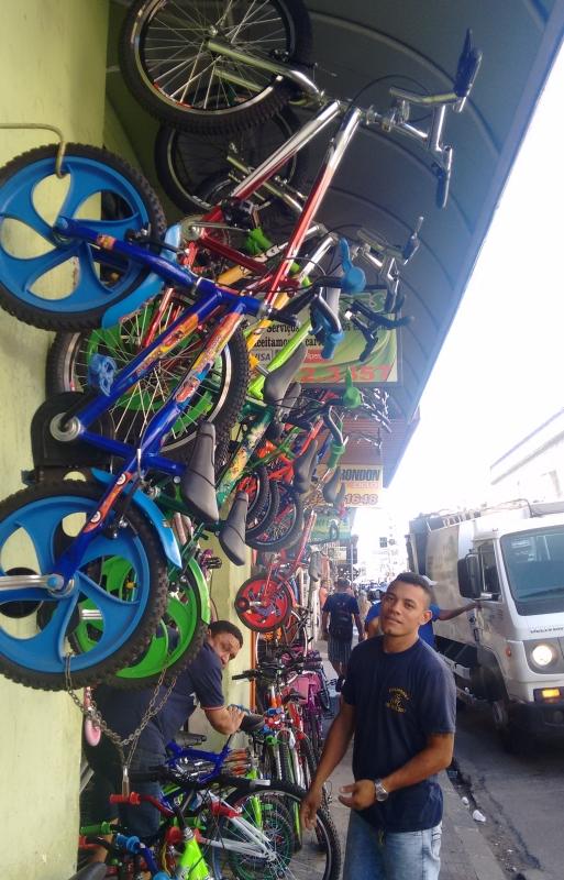 Mais variedade e com preços melhores, rua no Centro atrai compradores (FOTO: Hayanne Narlla/ Tribuna do Ceará)
