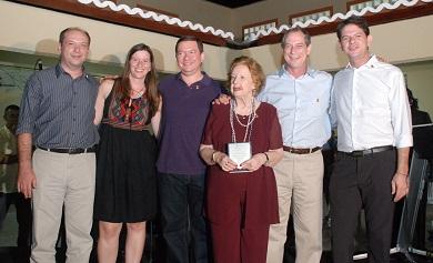 Dona Mazé e família (FOTO: Acervo pessoal)