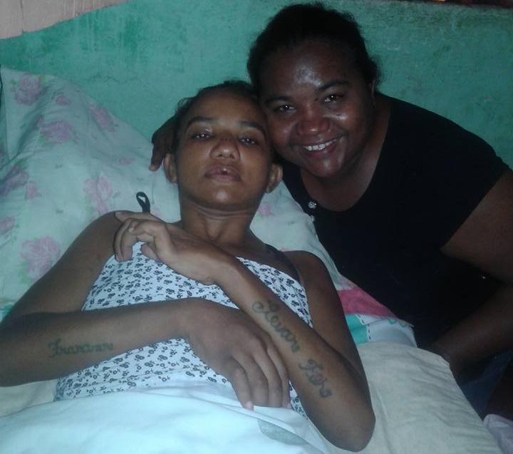 Eubeana Ferreira foi diagnosticada com doença degenerativa em maio de 2015 e, desde então, aguarda consulta e exame na fila de espera (FOTO: Reprodução/Facebook)