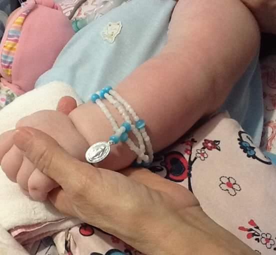 Bebê recebe vigília virtual de mais de 100 mil pessoas ao redor do mundo (FOTO: Reprodução/Facebook)