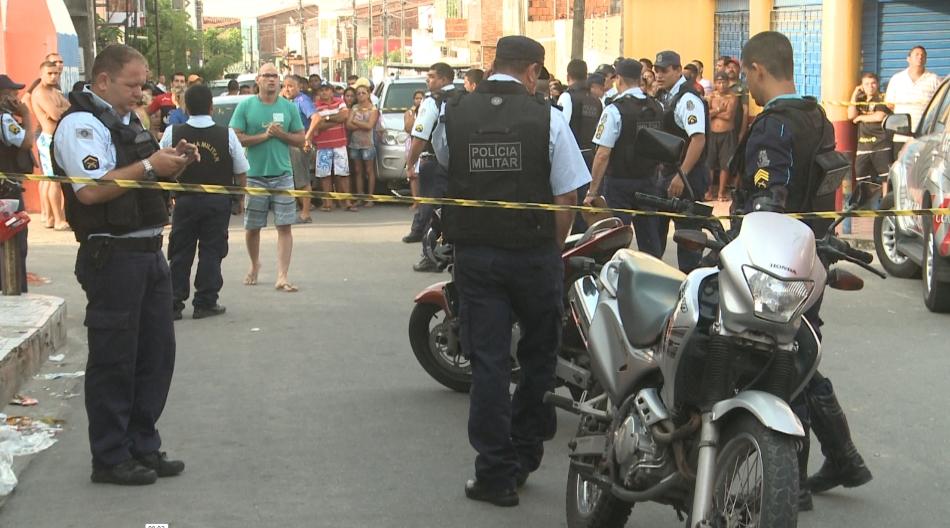 O policial do Raio estava de folga quando foi surpreendido por dois assaltantes (FOTO: Reprodução/TV Jangadeiro)