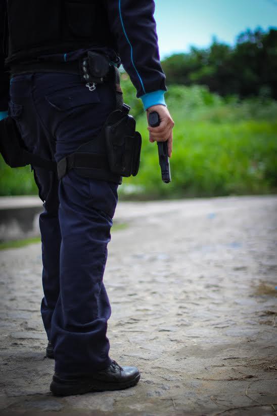 Em entrevista ao Tribuna do Ceará, policial admite andar armado em todos os lugares, até na academia (FOTO: Fernanda Moura/Tribuna do Ceará)