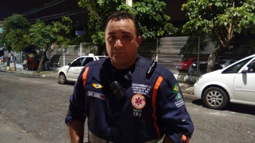 O socorrista do Samu, George Silveira levou três operários feridos para o IJF. (FOTO: Hayanne Narlla/Tribuna do Ceará)