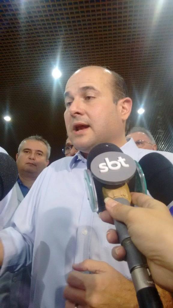 Roberto Cláudio concedeu entrevista coletiva na noite de segunda-feira (FOTO: Hayanne Narlla/Tribuna do Ceará)