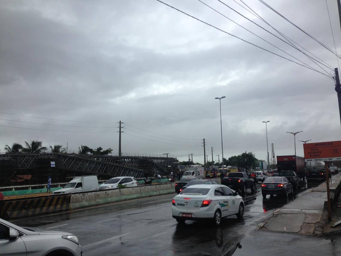 Trânsito está fluindo normalmente na Avenida Raul Barbosa. (FOTO: Tribuna do Ceará/ Rosana Romão)