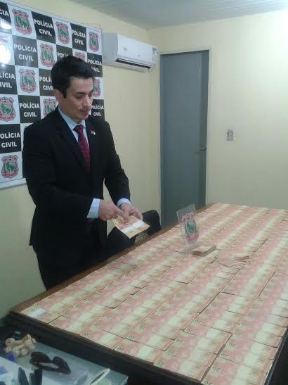 Havia total de R$ 5 mil em notas falsas de R$ 20 (FOTO: Emanuella Braga/ TV Jangadeiro)