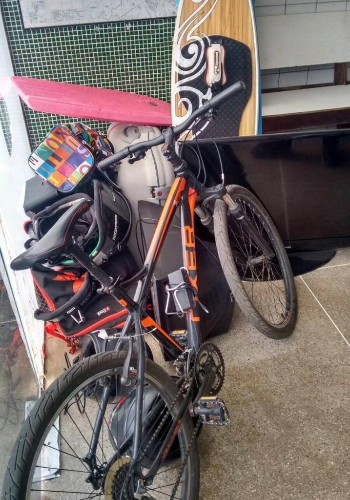 A polícia conseguiu recuperar objetos como televisões, equipamentos de kitesurf e malas. (FOTO: Emanuella Braga/Barra Pesada)