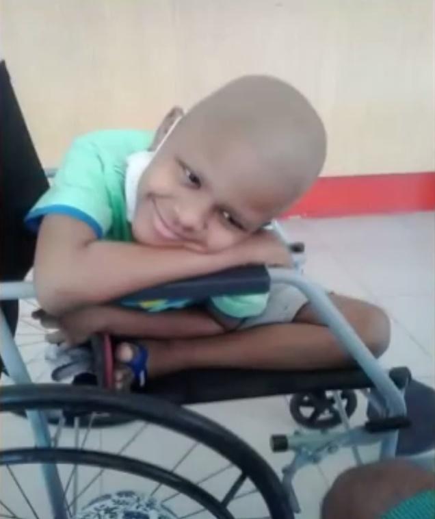 Juan passou por sessões de quimioterapia na luta contra a osteossarcoma. (FOTO: Reprodução/Nordestv)