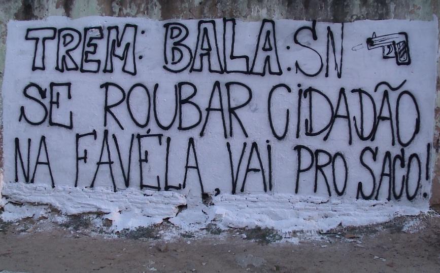 Muro foi pichado há pelo menos três dias (FOTO: Reprodução TV Jangadeiro / SBT)