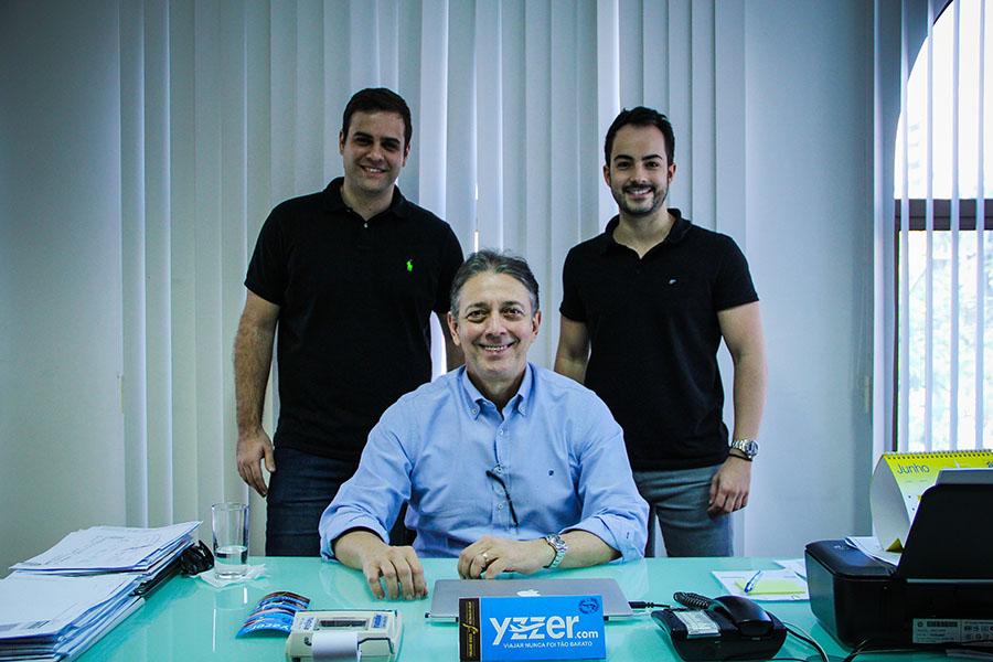 Três cearenses deram origem ao Yzzer, uma startup cearense que vende passagens aéreas e pacotes de viagens (FOTO: Fernanda Moura / Tribuna do Ceará)