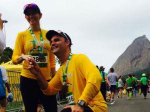 973434a8e91 Cearense pede namorada em casamento na linha de chegada da Maratona do Rio