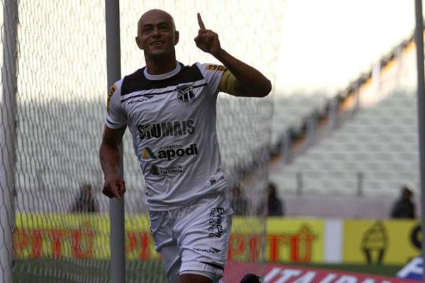 Júlio César é o capitão da equipe (Foto: Christian Alekson/Cearasc.com)