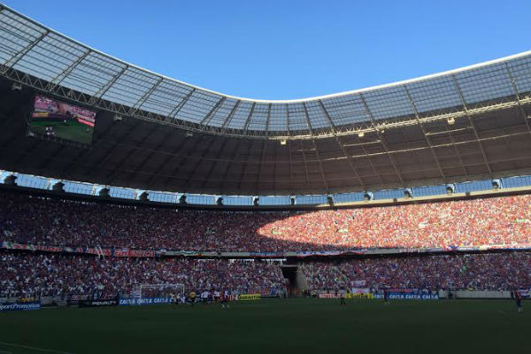 A torcida fez sua parte e lotou a Arena (Foto: Daniel Herculano/Tribuna do Ceará)