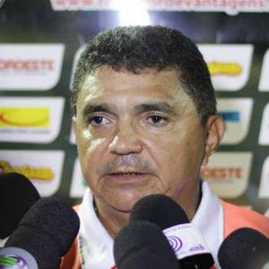 Flávio Araújo conseguiu mais um acesso este ano com o Ríver/PI (Foto: Reprodução/Facebook))