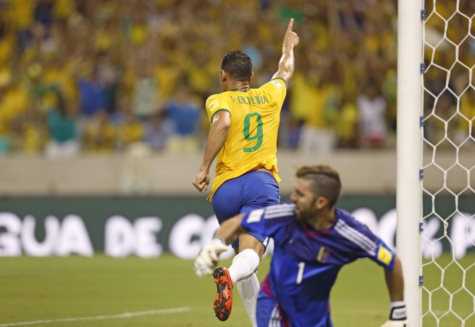 Ricardo Oliveira voltou a marcar pela seleção depois de 10 anos (Foto   Rafael Ribeiro 0ebbff914e73f