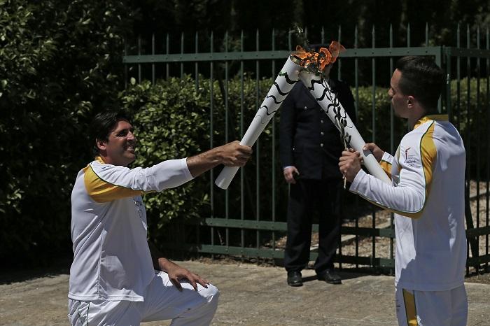 O ex-jogador de vôlei Giovane Gávio foi um dos primeiros a carregar a tocha olímpica (Foto: Rio 2016/André Luiz Mello)