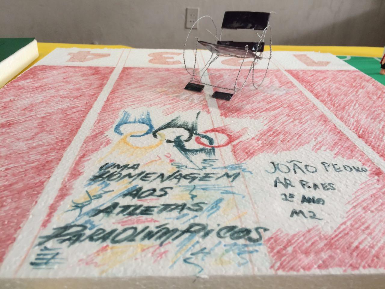 Maquete em homenagem aos atletas paraolímpicos (FOTO: Matheus Ribeiro / Tribuna do Ceará)